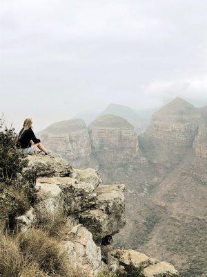 Reisende genießt Ausblick, Blyde River Canyons