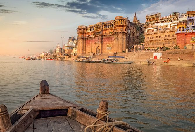 phaenomene-totenrituale-hinduismus-fluss-ganges-stadt-varanasi-beitragsbild