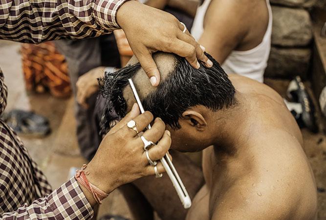phaenomene-totenrituale-hinduismus-kahlrasieren