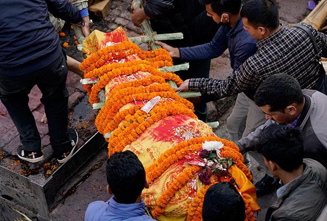 phaenomene-totenrituale-hinduismus-letzter-weg-der-leiche