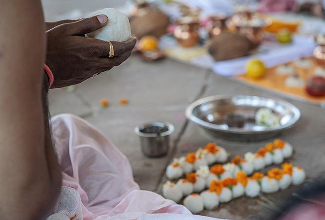 phaenomene-totenrituale-hinduismus-reisbaellchen