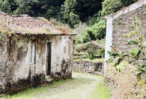 reisebericht-azoren-kratersee-dorf-sanguinho