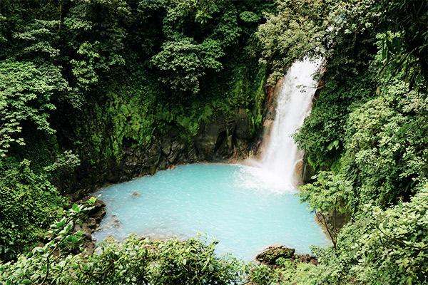 Tuerkisfarbener Wasserfall des Rio Celeste, Costa Rica