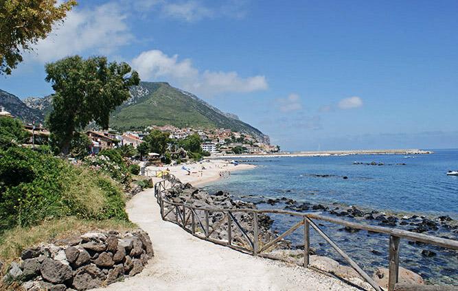 Cala Gonone an der Küste