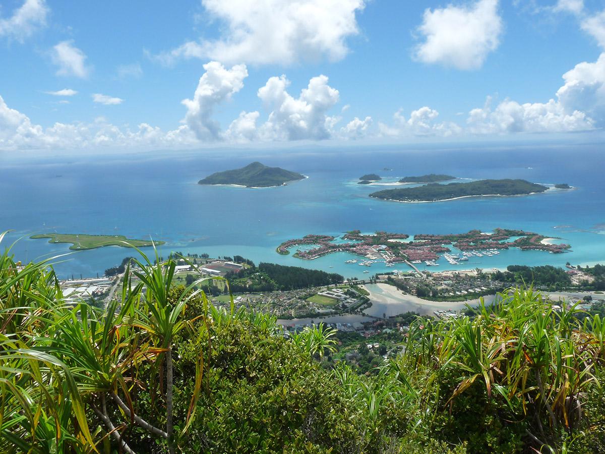 Blick auf Victoria - die Hauptstadt der Seychellen