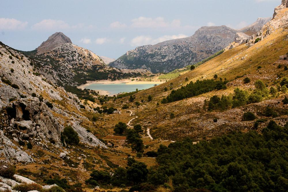 Ausblick auf Berglandschaft mit See