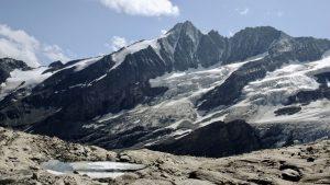 Bergkulisse mit Bergsee, Hohe Tauern