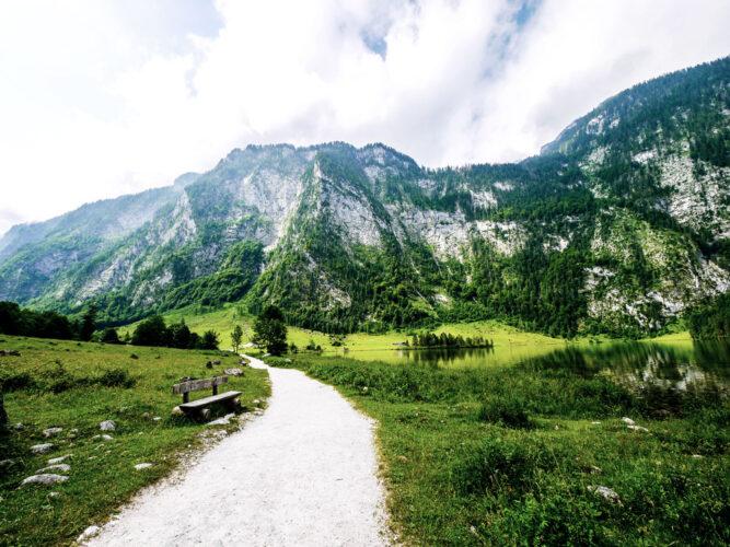 Weißer Pfad durch den Nationalpark Berchtesgaden, Deutschland