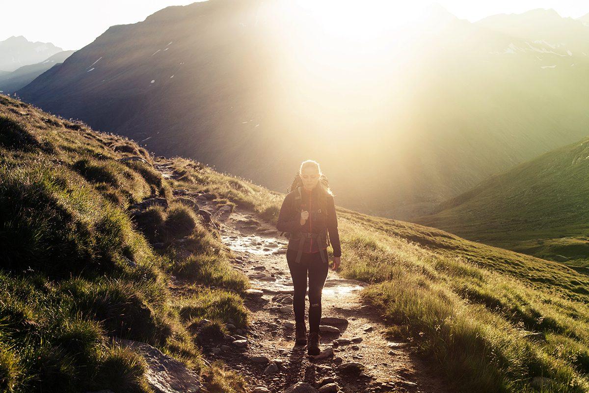 Wandern Alpen bei Sonnenuntergang