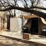 Zelt mit Vordach und Stühlen, Kruger Bush Camp